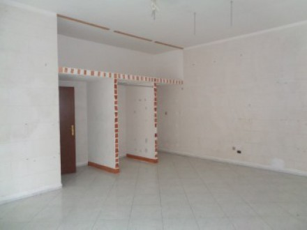 Commercial room of about 45 square meters, good conditions, Volla center