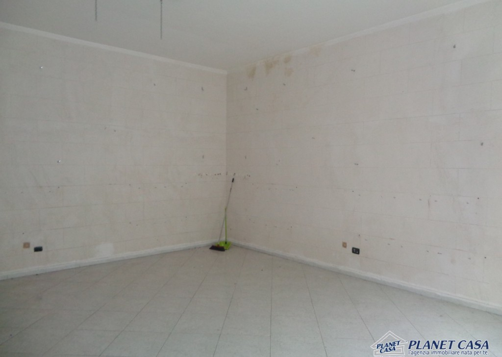 For Rent shop Volla - Commercial space of 45 sqm, good condition Locality