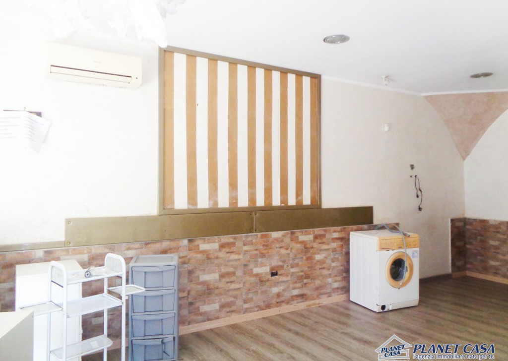 Rent Premises Volla - Rental shop in Volla center, commercial place for rent, renovated, street-front window Locality