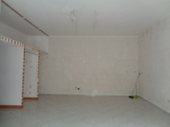 Commercial premises for rent, about 45 square meters, good condition, Volla center, street front - 1