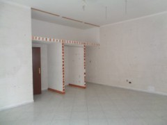 Commercial premises for rent, about 45 square meters, good condition, Volla center, street front - 3