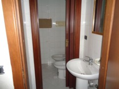 Commercial premises for rent, about 45 square meters, good condition, Volla center, street front - 6