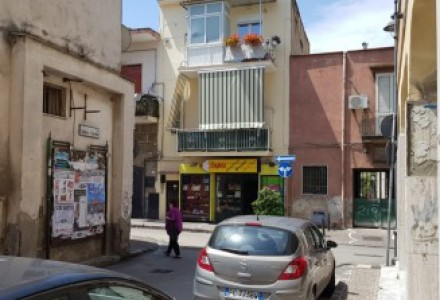 Shop for sale in Caravita, a commercial premises for sale within walking distance of Volla