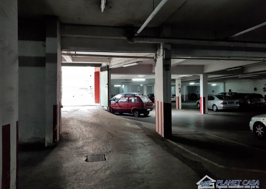 Sale Box, Parking Spaces, Warehouses Napoli - Garage for sale of about 1000 square meters with all permissions Locality