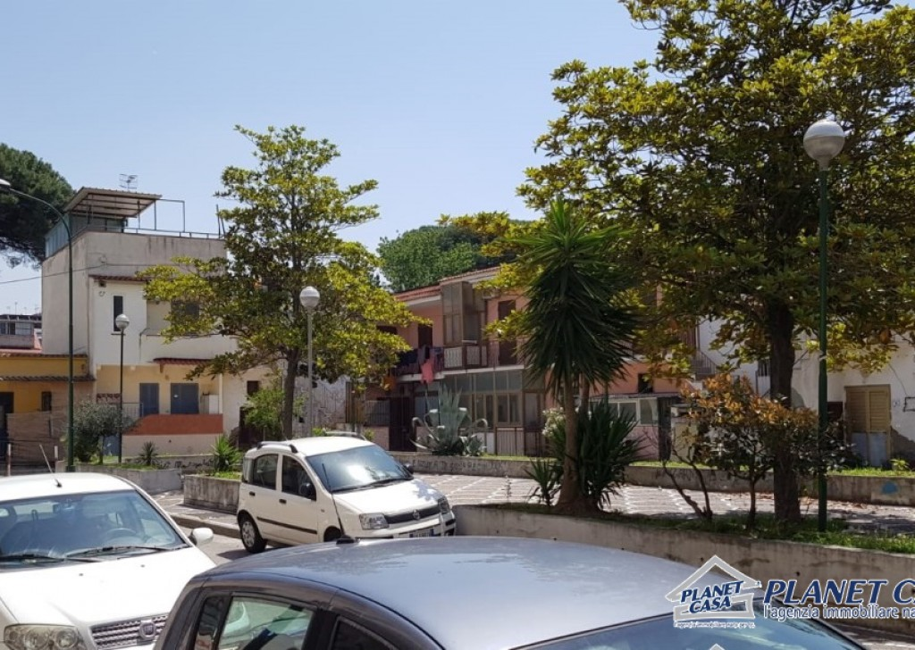 Sale shop Cercola - Shop for sale in Caravita, a commercial premises for sale within walking distance of Volla Locality